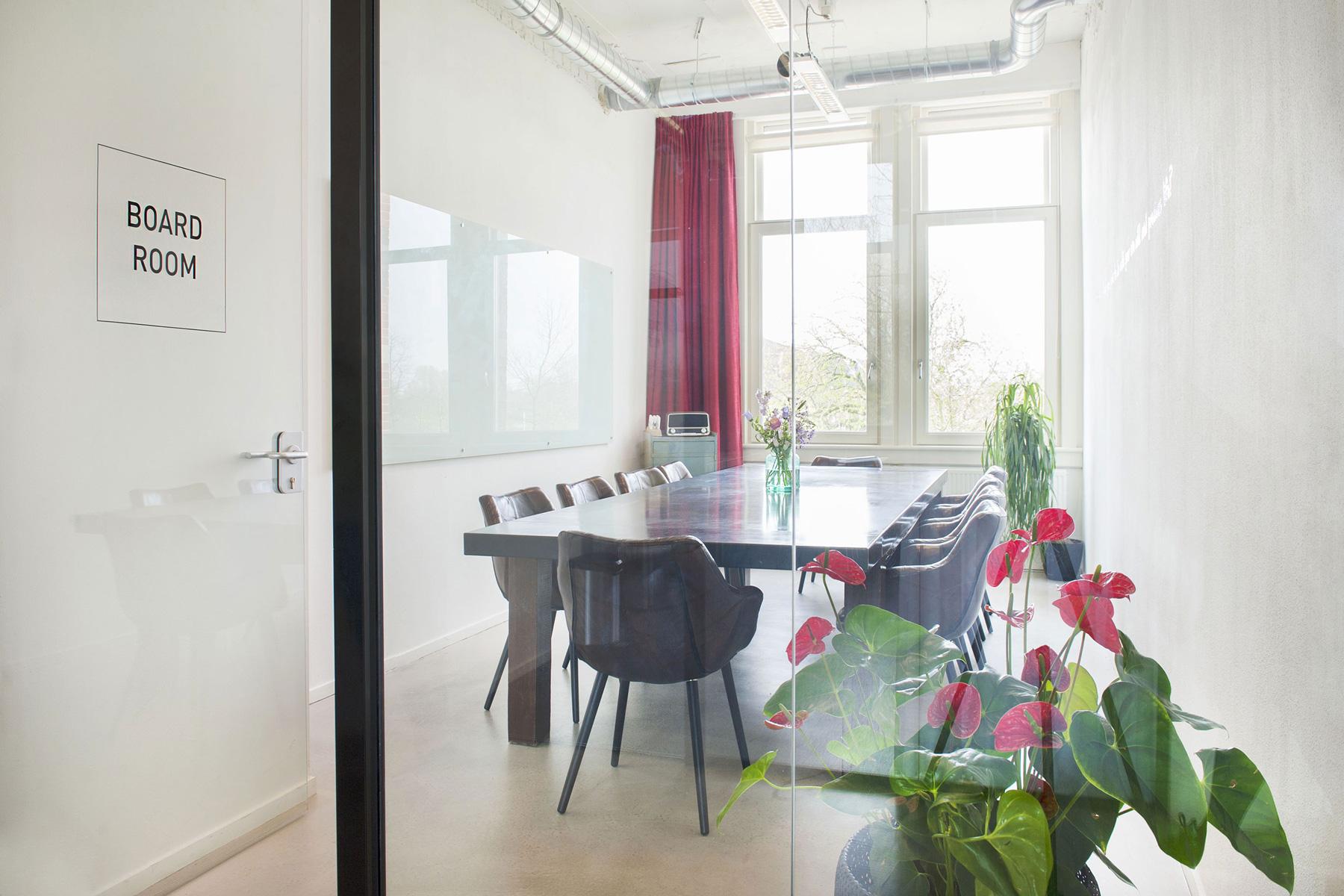 glass board room kantoor sharing team project impact hub amsterdam