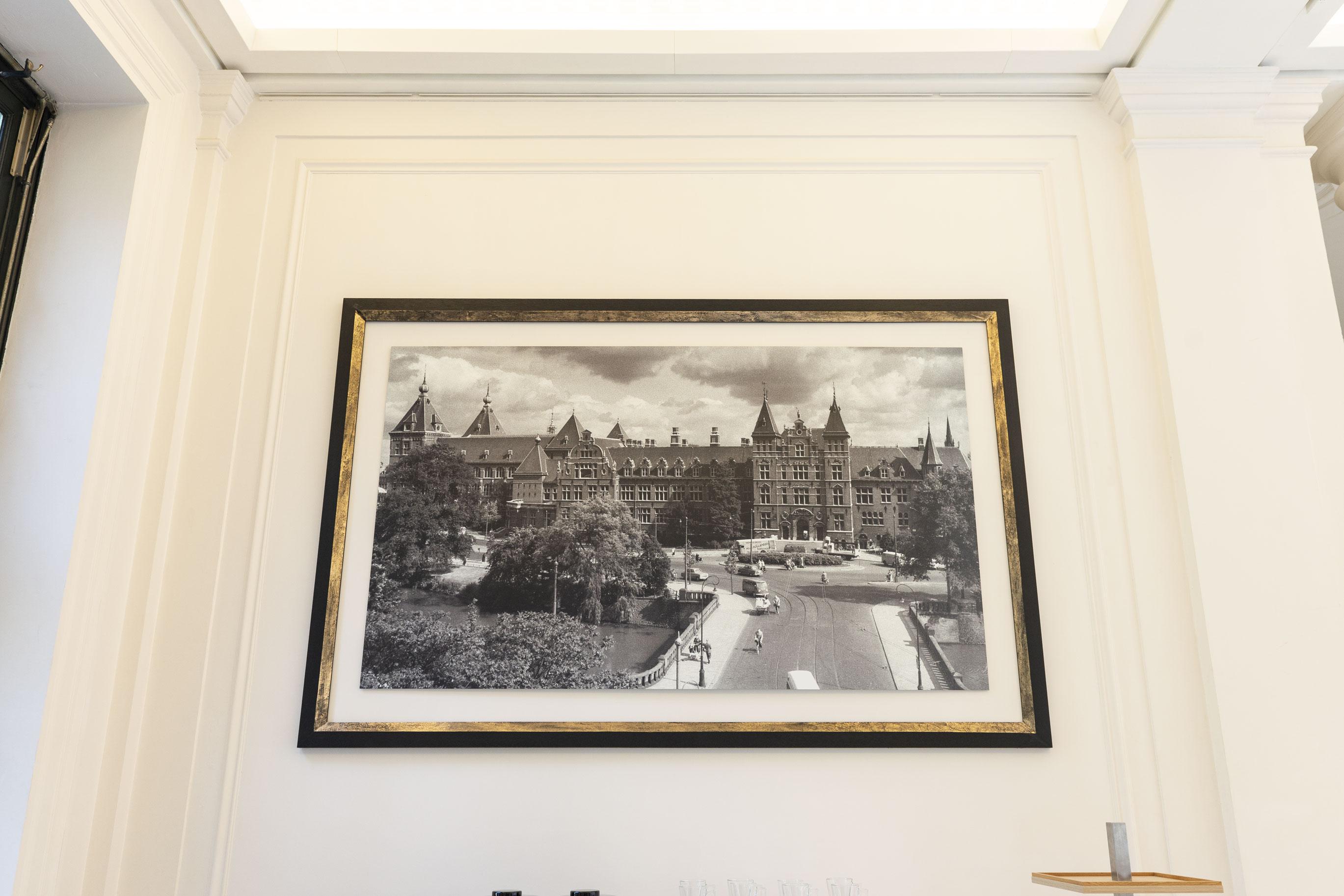 2738x1825_marble_hall_frames_1